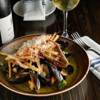 Happy Hour- Mussels & Fries